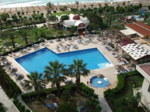Aussicht auf den Pool vom Hotel Pegasos